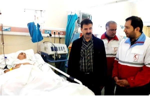 عیادت رئیس سازمان جوانان جمعیت هلال احمر از دانش آموزان مصدوم