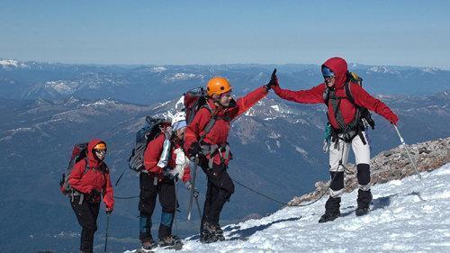 مدیر کل ورزش خراسان رضوی: اذن پدر و همسر برای کوهنوردی را قویا تکذیب می کنیم