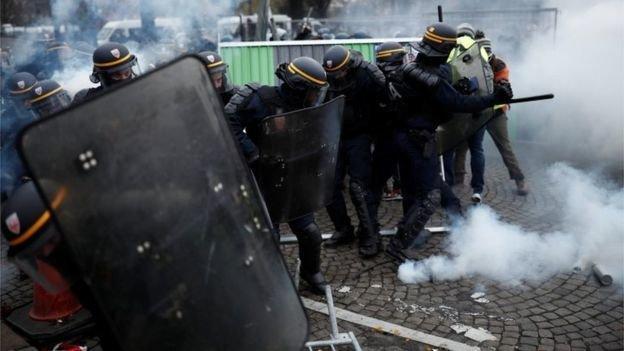 ماکرون در حمله ای تند به معترضان: شرم کنید!