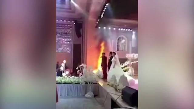 آتش هم مانع برگزاری این عروسی نشد
