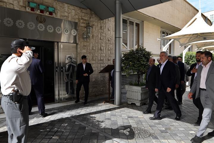 رئیس سازمان میراث فرهنگی از خزانه جواهرات ملی در موزه بانک مرکزی بازدید کرد