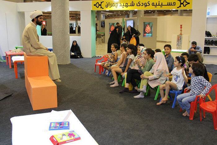 آشنایی کودک با عاشورا در نمایشگاه عطر سیب