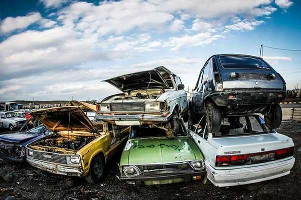 ساختمان سازان جور خودروسازان را بکشند!