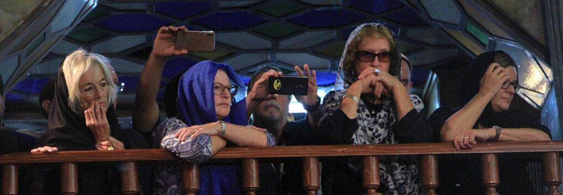 فیلم ، 400 گردشگر خارجی در عاشورای یزدی ها شرکت کردند ، گردشگران 13 کشور جهان محرم سال جاری به یزد آمدند