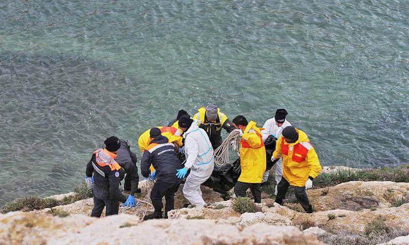 مرگ احتمالی 20 نفر در واژگون شدن قایق پناهجویان در ایتالیا