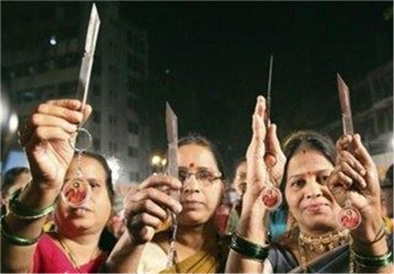 100 هزار چاقو میان زنان هندی توزیع می گردد