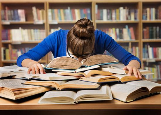 چند روش عالی برای خواندن درس هایی که از آن ها متنفرید!