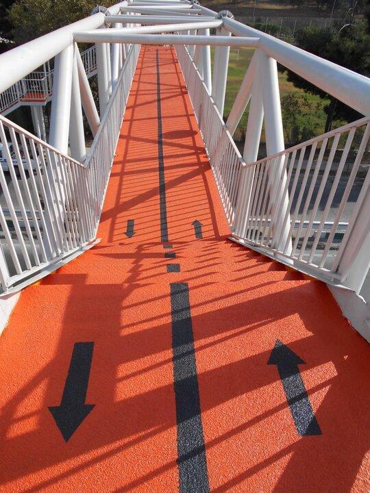 تامین روشنایی پل های عابر پیاده منطقه 4