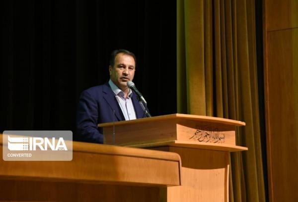 خبرنگاران استاندار فارس: کارگران و کارآفرینان سربازان خط مقدم جنگ مالی هستند