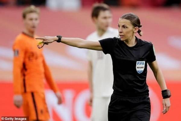 اولین داور وسط زن بازی های جام جهانی