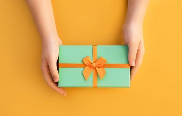10 پیشنهاد جذاب برای هدیه روز معلم (مناسب خانم و آقا معلم ها)